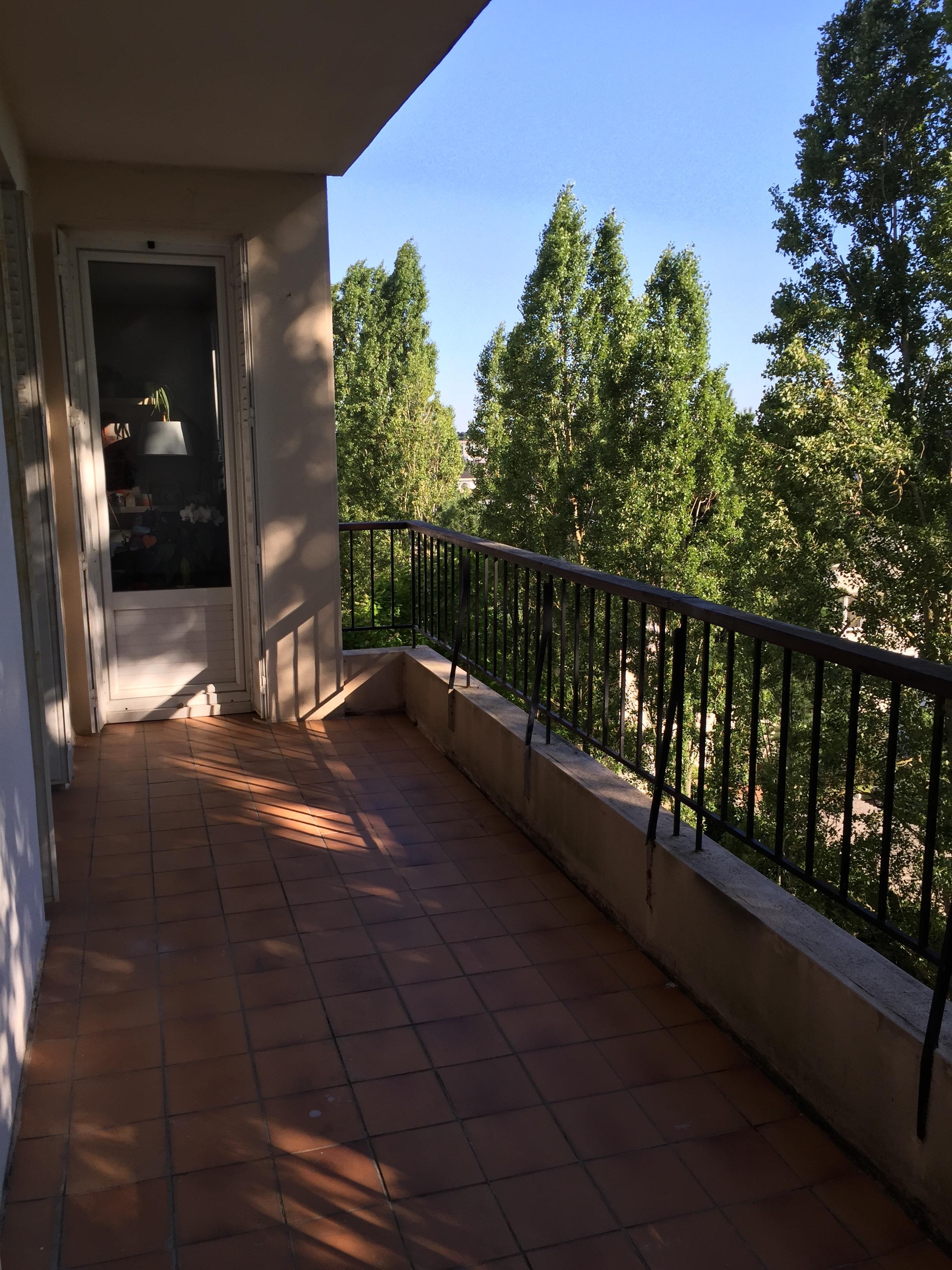 déco - un balcon coloré pour l'été - caro in the sixties