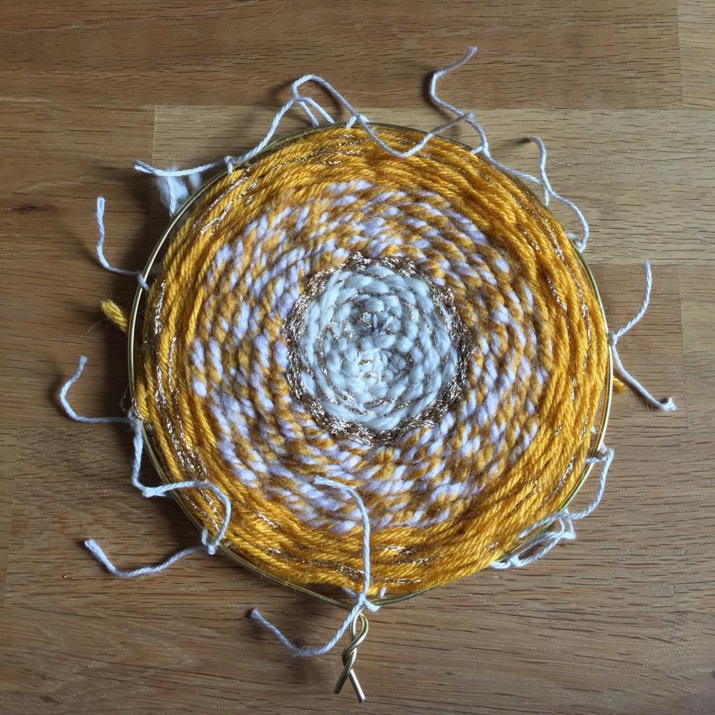 fil de chaine accroché