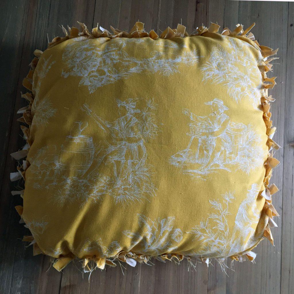 housse-de-coussin-sans-couture-jaune